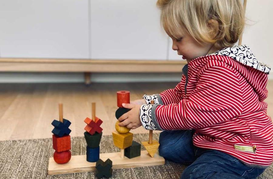 littlegreenie nachhaltiges holzspielzeug mädchen